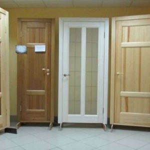 Варианты межкомнатных дверей из дерева>