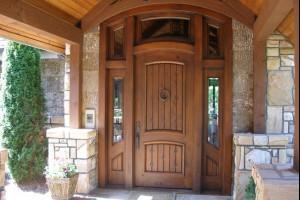 Наружные деревянные двери