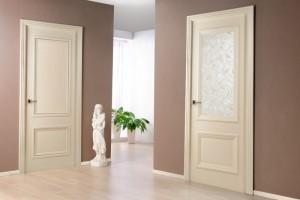 Двери из светлого дуба в интерьере: виды и дизайн
