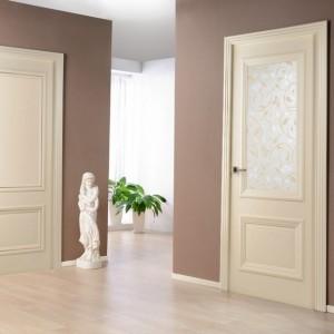 Двери из светлого дуба в интерьере: виды и дизайн>