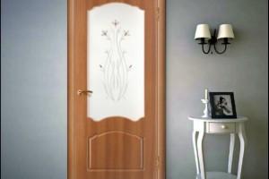 Двери из золотистого дуба в интерьере
