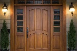 Стоит ли покупать двери для дачи из сосны