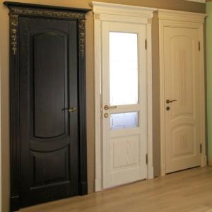 Чи можна недорого купити якісні двері з масиву>
