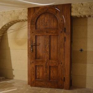 Двери из массива неокрашенные: какой породе дерева отдать предпочтение>