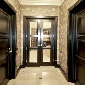 Дерев'яні двері з масиву>